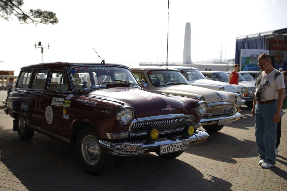 Los autos visitaron Yalta, Alushta, Novyi Svet, Feodosia.