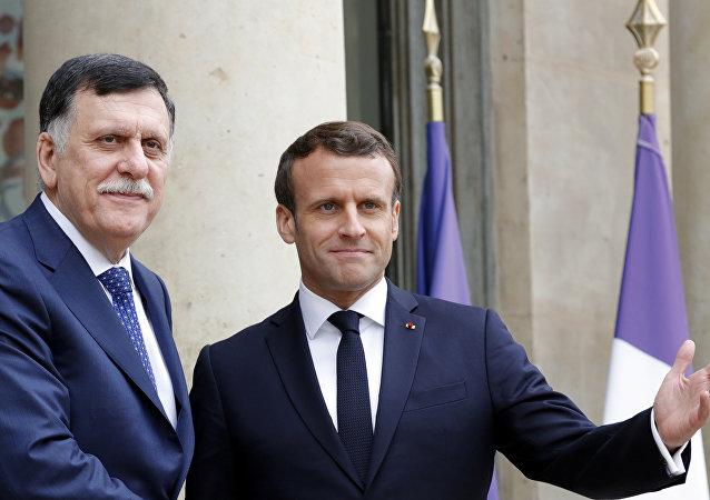 Jefe del Gobierno de Unidad Nacional de Libia, Fayez Sarraj, y presidente francés, Emmanuel Macron