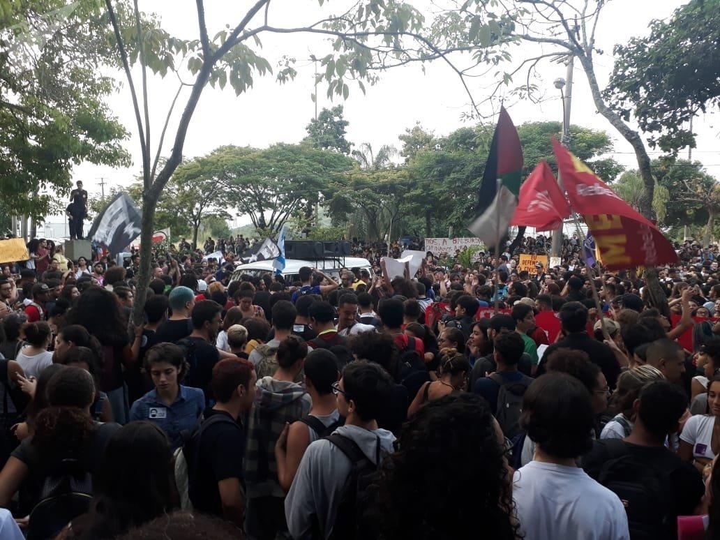 Protestas contra recortes a las universidades en Brasil