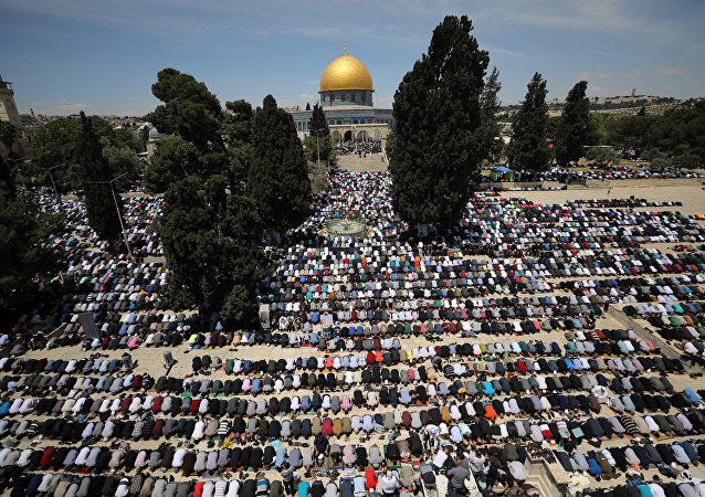 Los palestinos rezan en Jerusalén