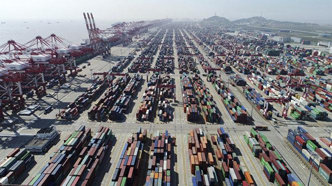 El déficit comercial de EEUU con China ha crecido durante los últimos 30 años y para 2018 alcanzó los 419.000 millones de dólares.