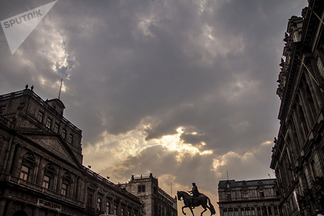 Ciudad de México: Caballito de Manuel Tolsá sobre la calle Tacuba en la Plaza Tolsá del Centro Histórico