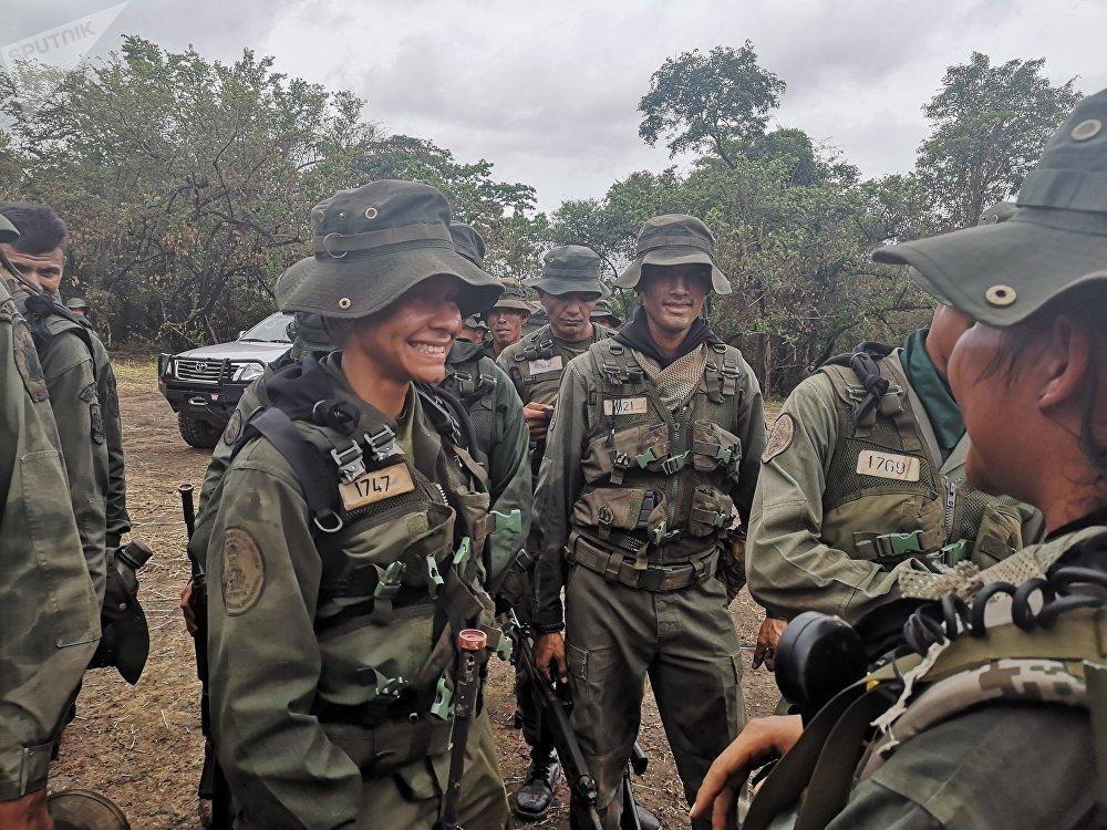 Cadetes de la Academia Militar Bolivariana, participando de las maniobras