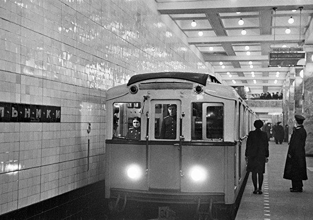 На станции метро Сокольники Московского метрополитена, 1948 год