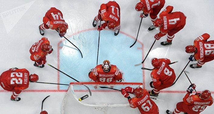La selección nacional rusa de hockey en el partido entre Rusia e Italia