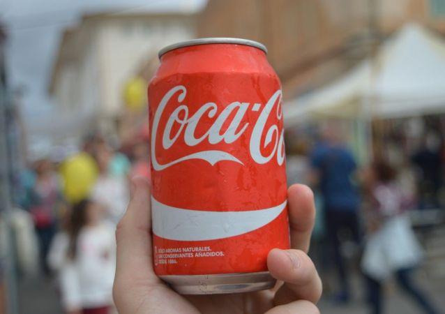 Una lata de Coca-Cola