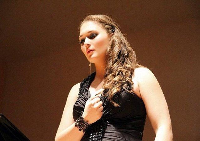 María Nepomniashaya, cantante rusa