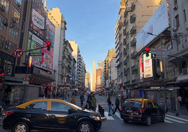 El Obelisco de Buenos Aires es uno de los hitos que engalanan a la avenida Corrientes