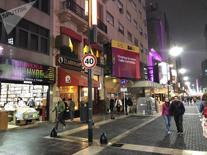 El Gobierno de la Ciudad de Buenos Aires peatonalizó la avenida Corrientes en buena parte de su extensión para el disfrute de los ciudadanos de a pie