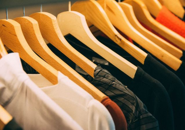 Perchas con ropa