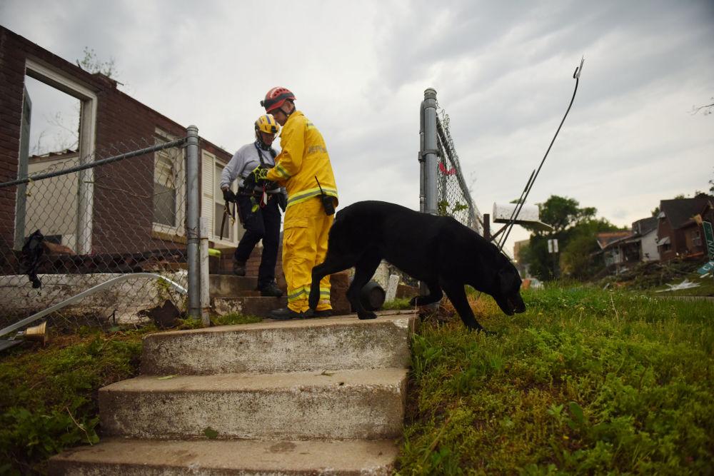 Vehículos volcados y casas destruidas: las consecuencias del potente tornado en Misuri