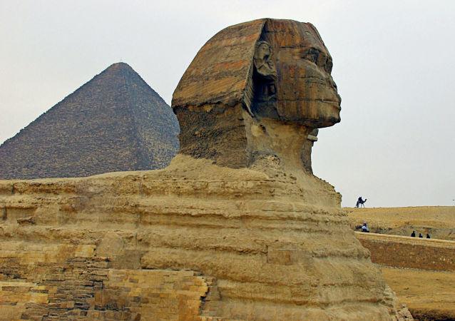 La Gran Esfinge y la pirámide de Guiza (Keops)