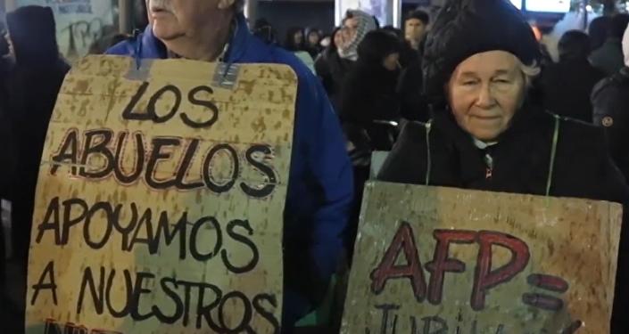 'Nos cansamos': los chilenos salen a la calle a protestar contra el presidente