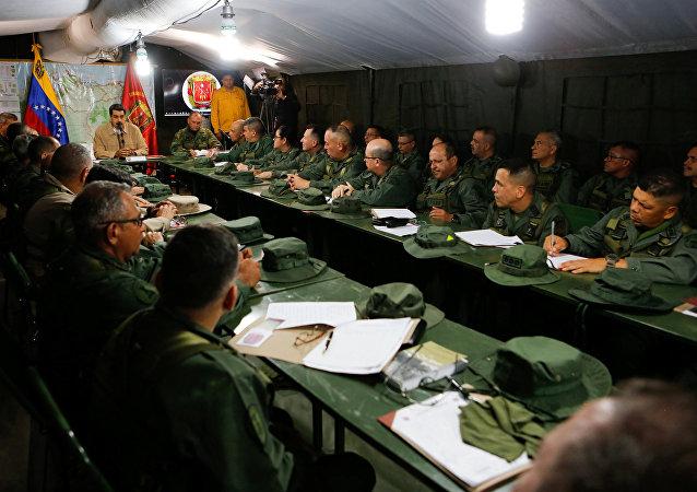 El presidente de Venezuela, Nicolás Maduro, en una reunión con los militares integrantes del Consejo Nacional de Defensa