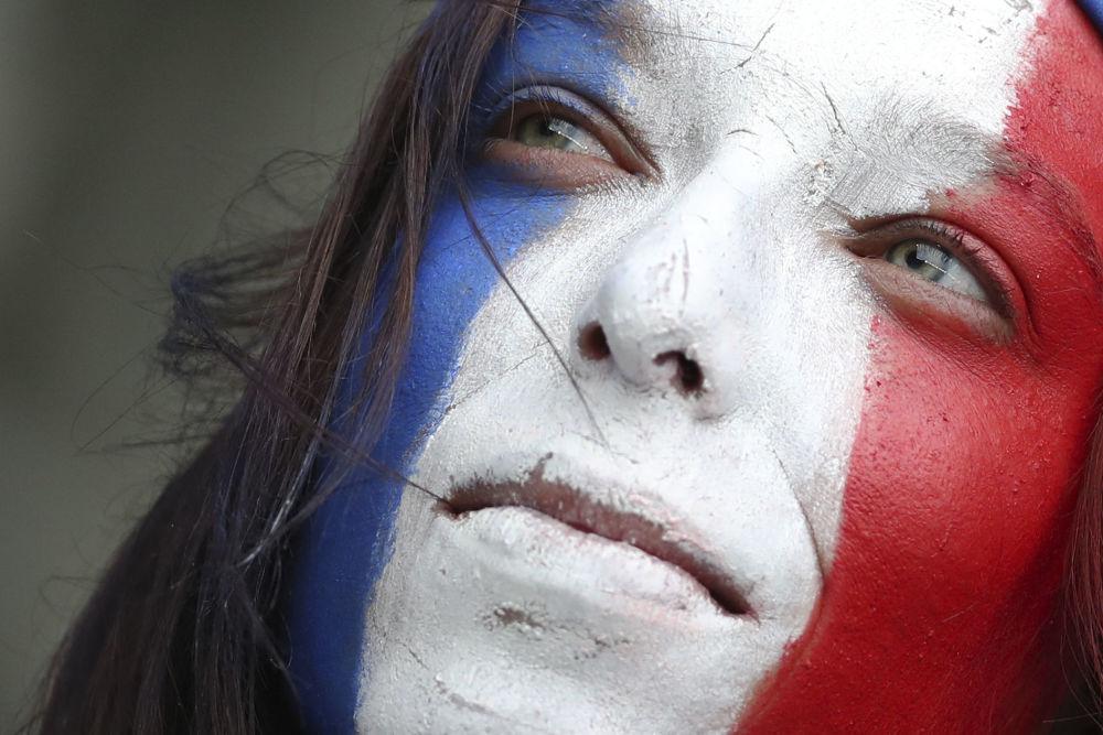 Un hincha francesa disfruta de la inauguración del Mundial Femenino de Fútbol 2019