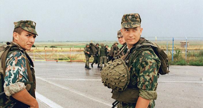 Soldados rusos en el aeropuerto de Pristina, Kosovo