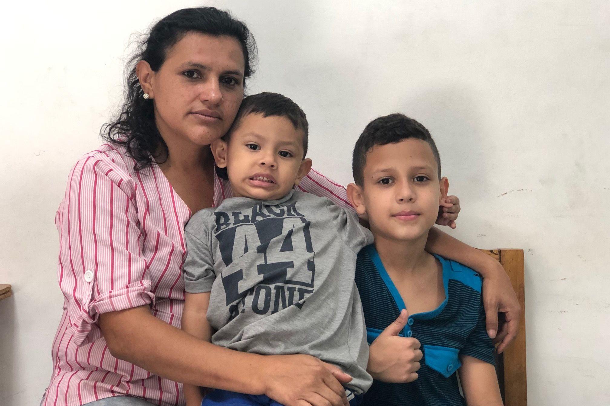 Carmen Mora vive en Caracas con su marido y sus dos hijos: considera que si la oposición llegara al Gobierno en Venezuela, la caja de los CLAP desaparecería