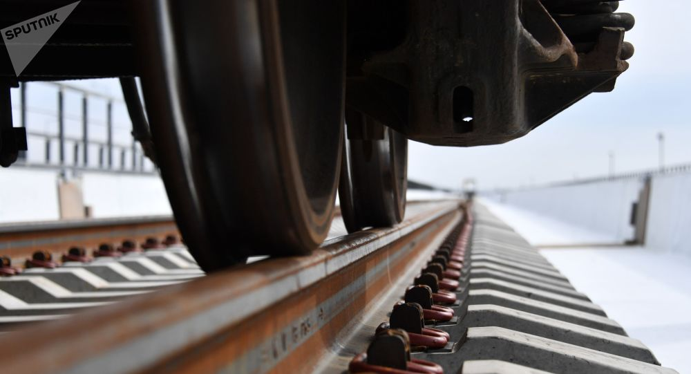 Vía férrea del puente de Crimea