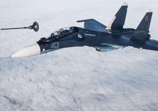 Reabastecimiento de un caza Su-30SM