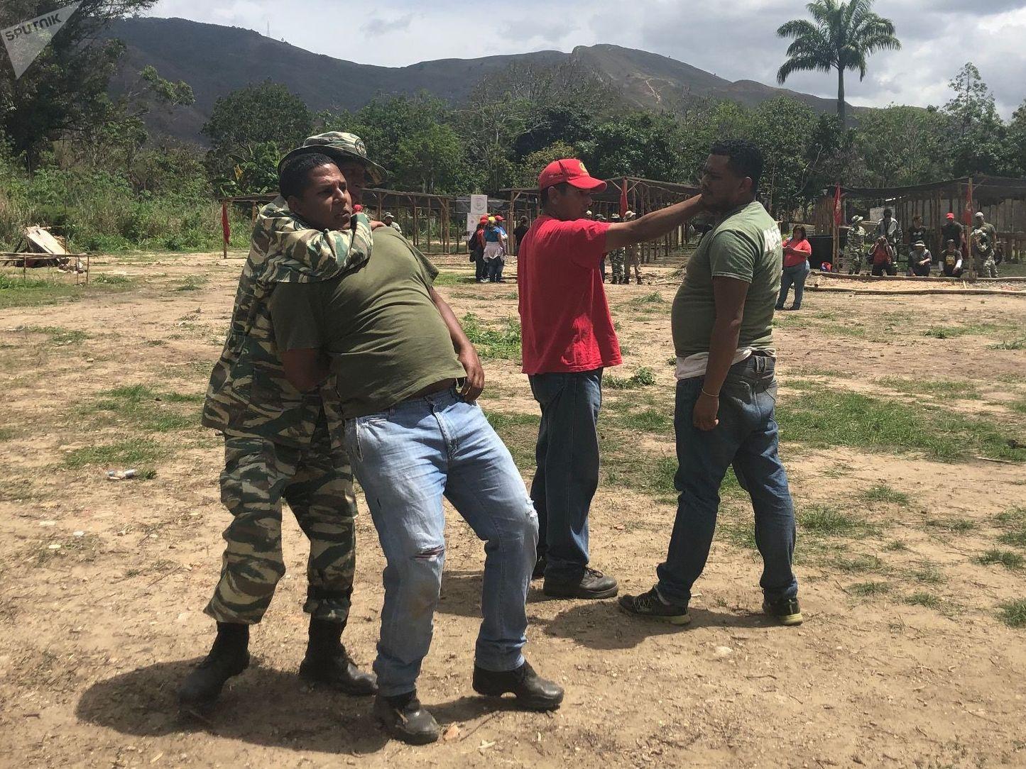 Técnicas de combate, cómo moverse, cómo saber dónde está parado uno en guerra: estas cosas se aprenden en los entrenamientos del Método Táctico de Resistencia Revolucionaria