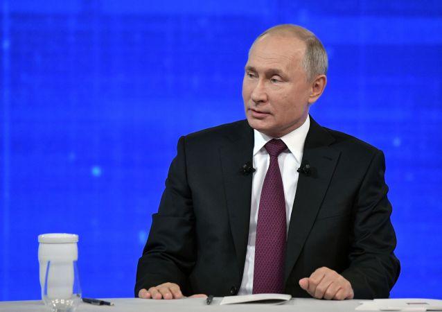 El presidente de Rusia, Vladímir Putin, durante la 'Línea directa'