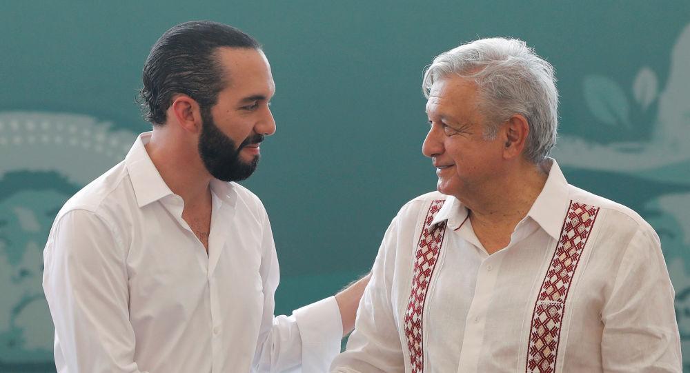 El presidente de México, Andrés Manuel López Obrador, junto a su homólogo salvadoreño, Nayib Bukele