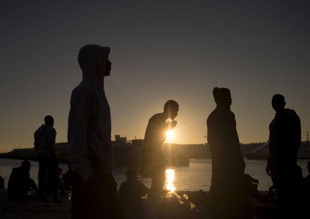 Migrantes llegan a España