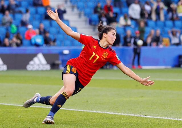 La futbolista española Lucía García celebra su gol a Sudáfrica durante la Copa del Mundo femenina en Francia
