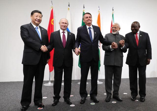 Los líderes que conforman el bloque de los BRICS en Osaka