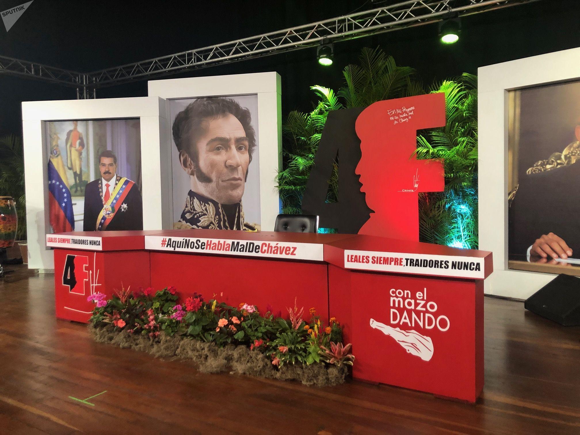Maduro, Bolívar y Chávez están representados a gran escala en el estudio de 'Con el mazo dando'