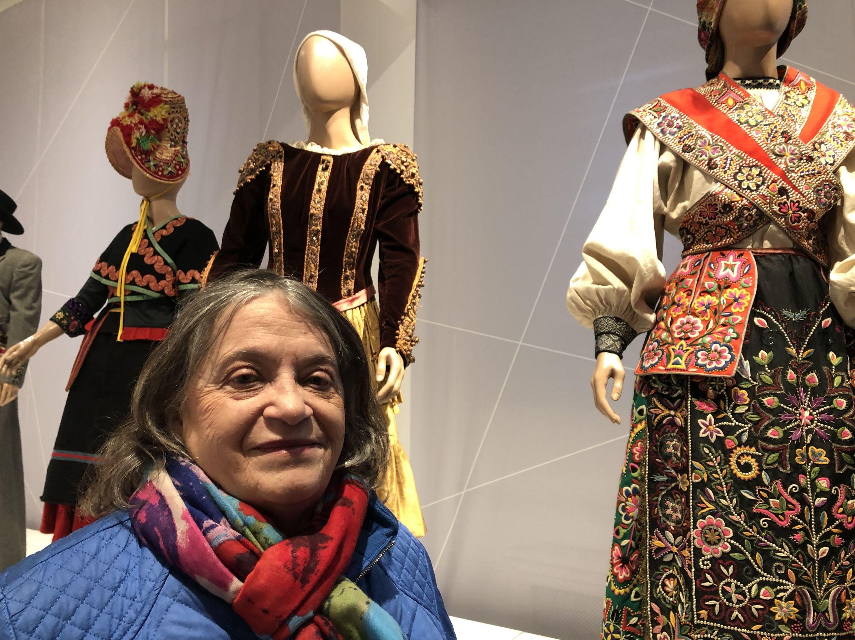 Estrella Pavioni en la exhibición Un regalo para Evita: trajes, cultura y política