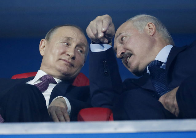 El presidente de Rusia, Vladímir Putin junto al presidente de Bielorrusia, Alexandr Lukashenko (archivo)