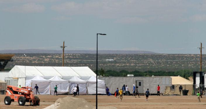 Centro de detención de inmigrantes ilegales en el estado de Texas, EEUU