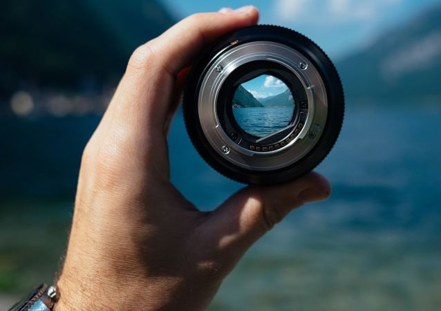 Un lente, imagen referencial