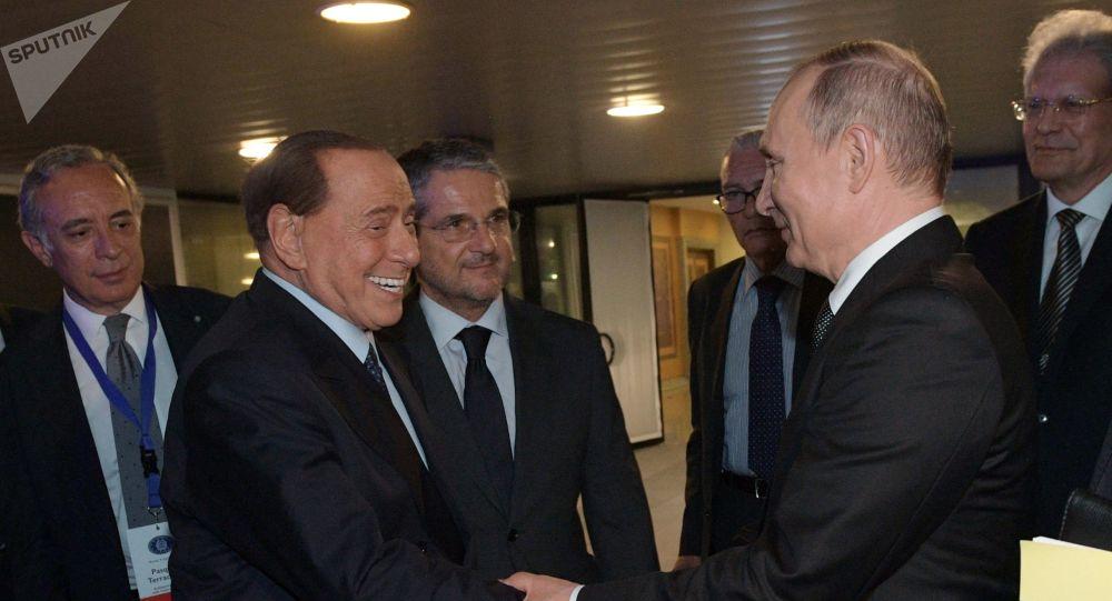 El ex primer ministro de Italia y presidente del partido Forza Italia, Silvio Berlusconi, y el presidente de Rusia, Vladímir Putin