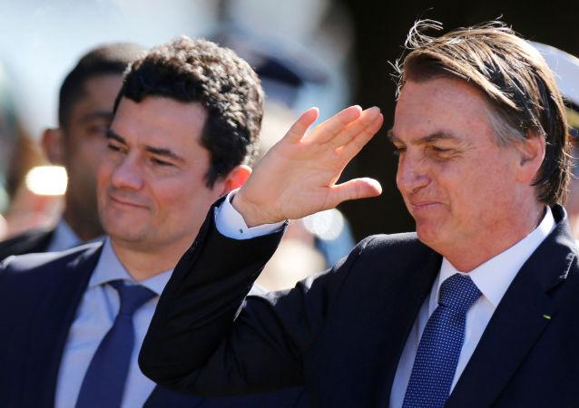 El presidente brasileño, Jair Bolsonaro, y el ministro de Justicia de Brasil, el juez Sérgio Moro