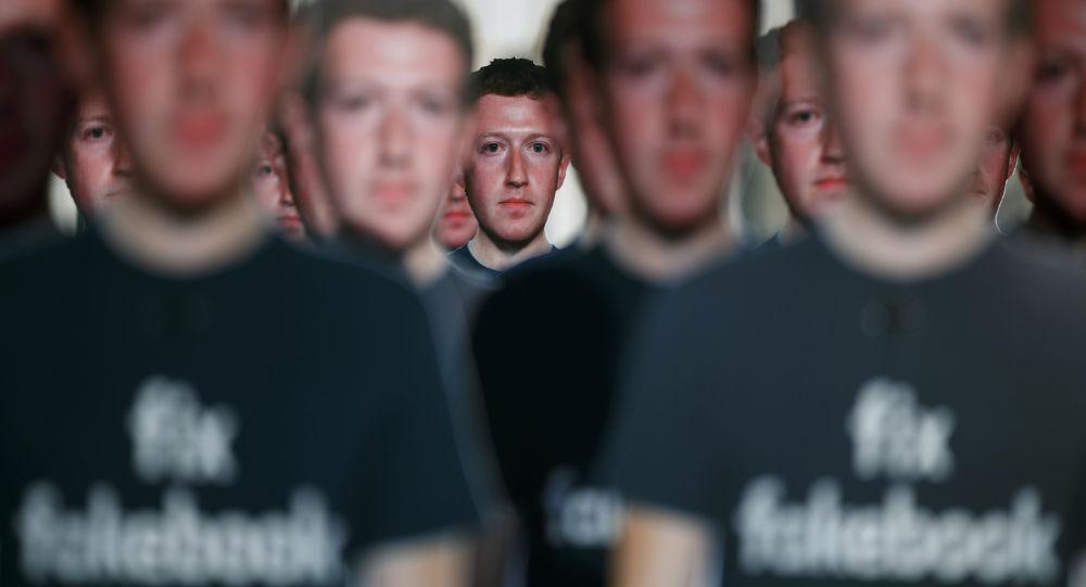 Figuras de cartón de Mark Zuckerberg