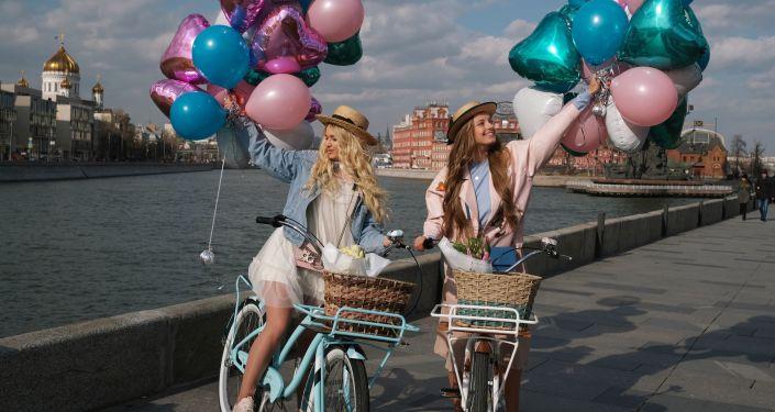 Dos jóvenes en Moscú