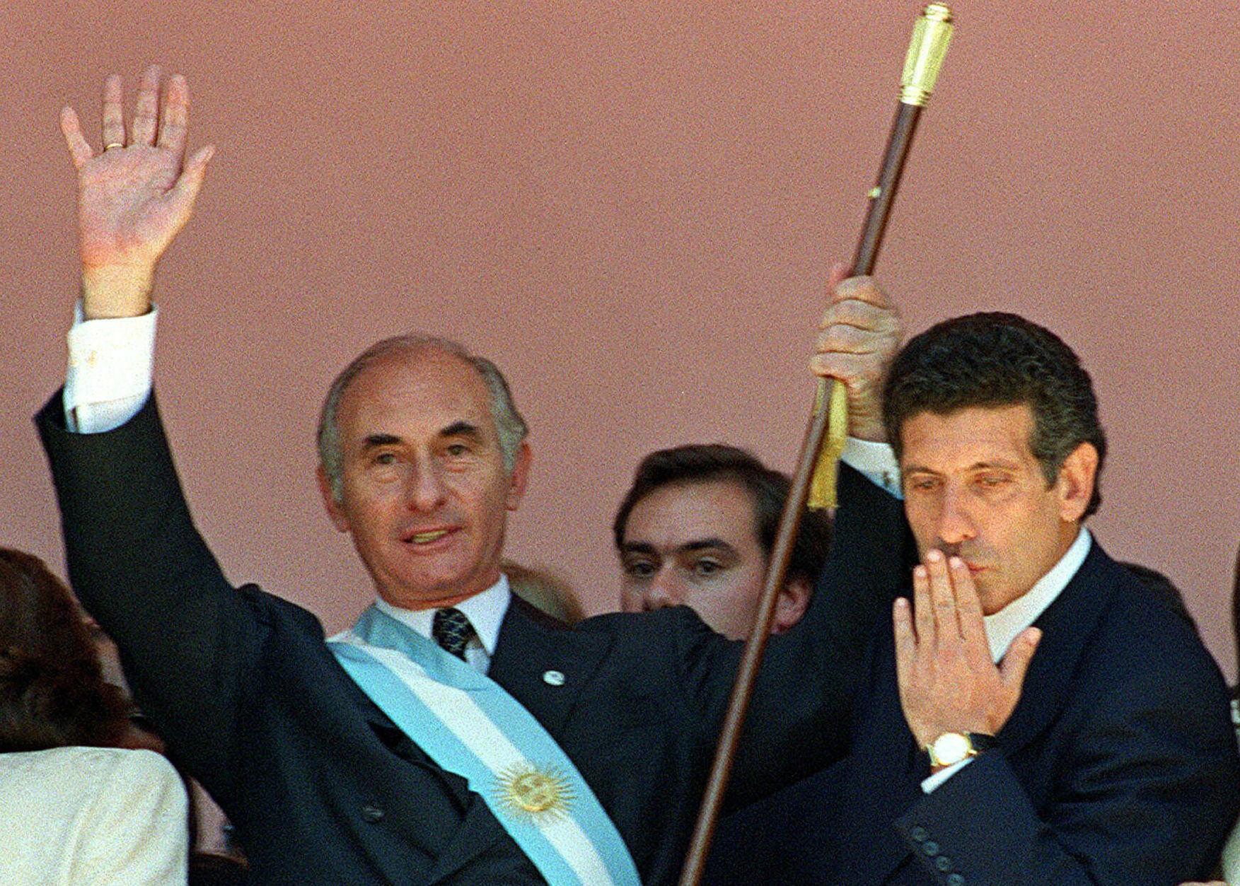 Fernando De la Rúa asume la presidencia de Argentina