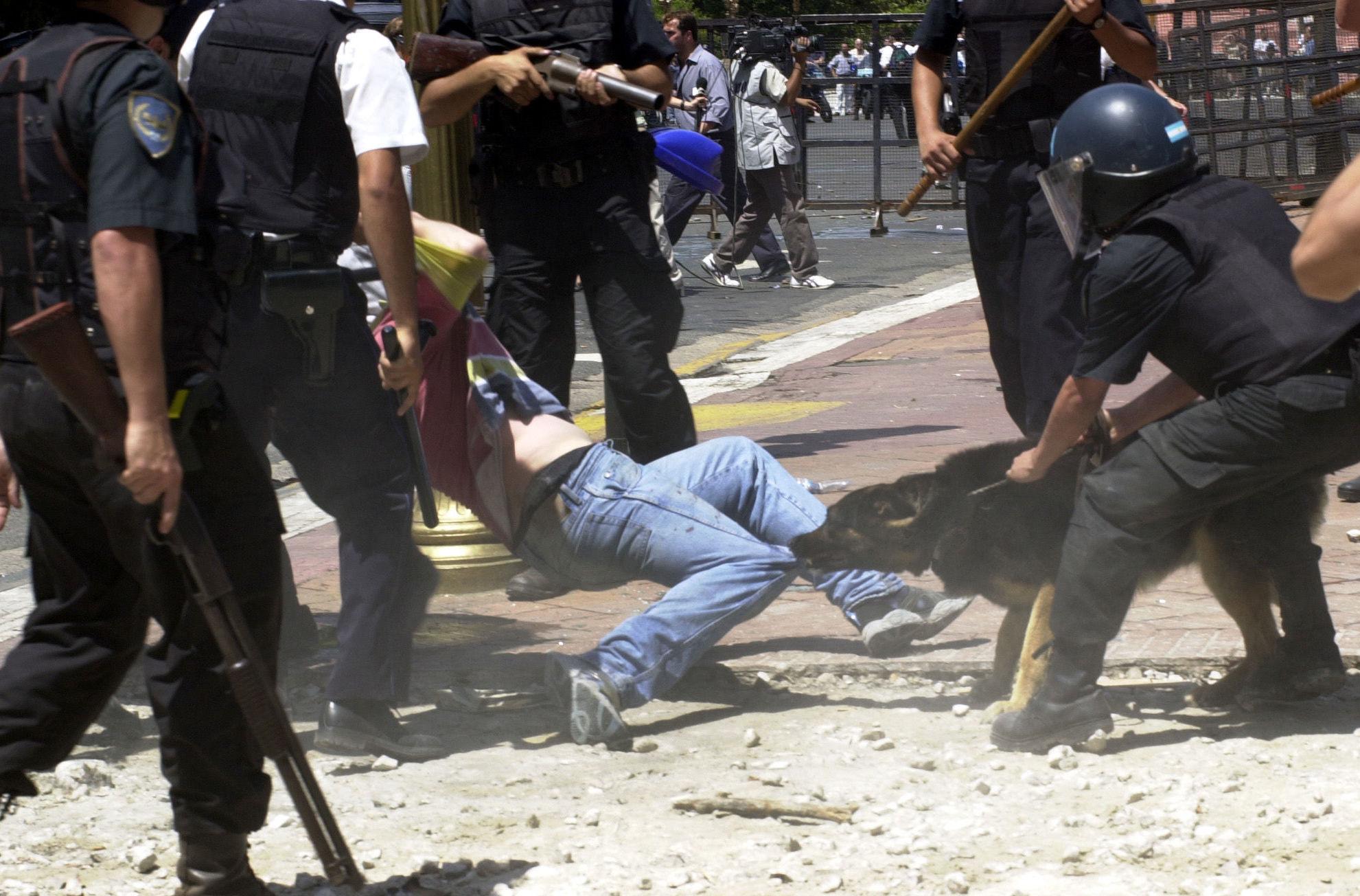 Enfrentamientos entre la población y las fuerzas de seguridad en Argentina en diciembre de 2001