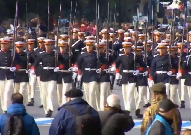 Argentina celebra el Día de la Independencia con un desfile militar