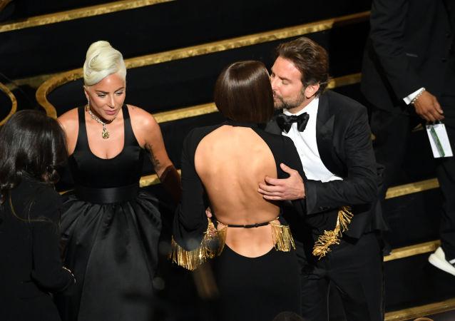 Lady Gaga, Irina Shayk y Bradley Cooper en la ceremonia de los Óscar 2019