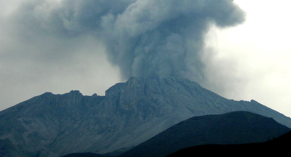 Erupción del volcán Ubinas (archivo)