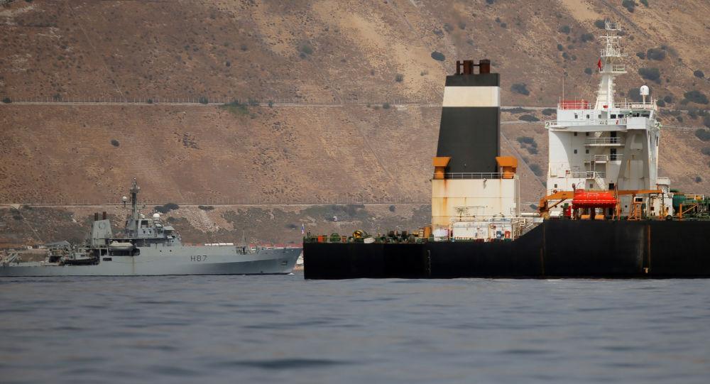 Buque de la Marina Real británica y el petrolero iraní Grace 1