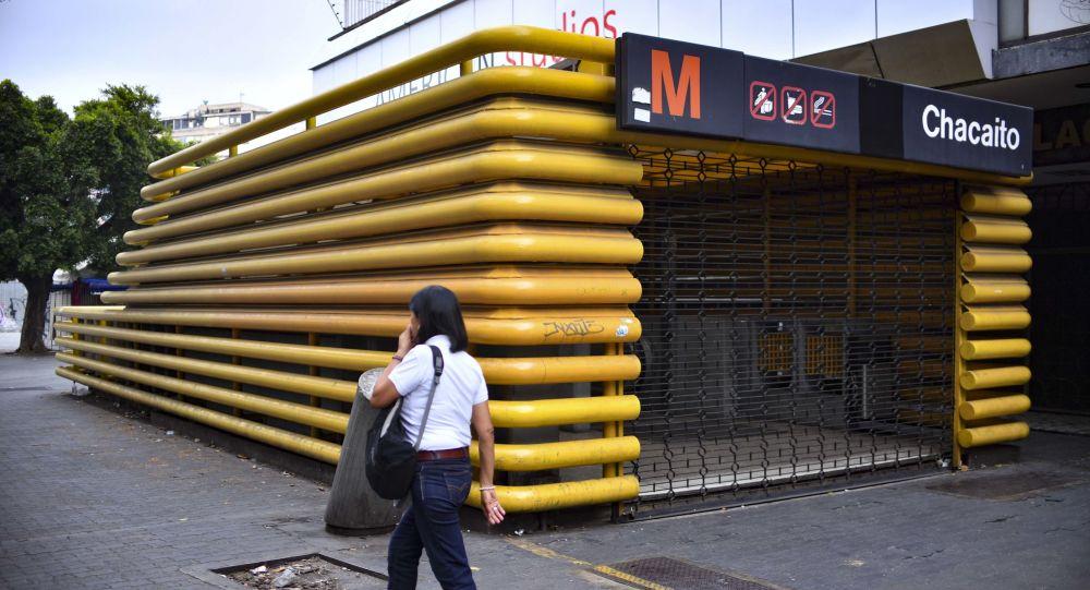 Una estación de metro cerrada en Caracas, Venezuela