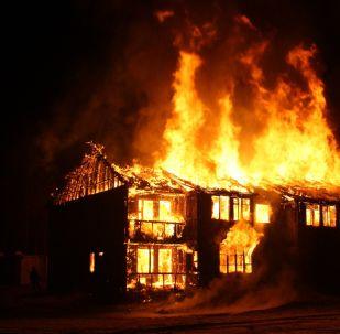 Una casa en llamas (imagen referencial)