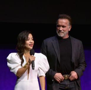 Natalia Reyes y Arnold Schwarzenegger