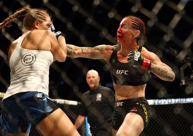 Felicia Spencer y Cyborg se enfrentan en el evento UFC 240