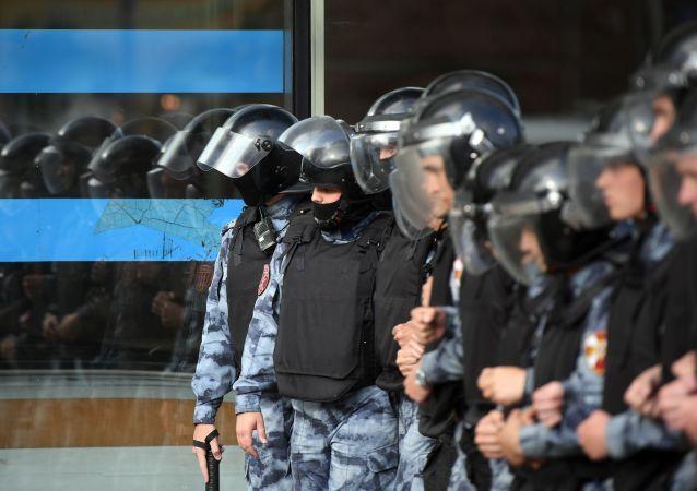 Policía de Moscú durante la manifestación de la oposición