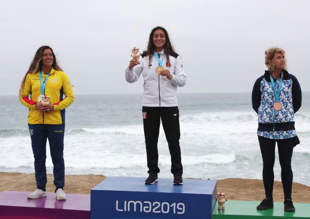 Daniella Rosas en el podio